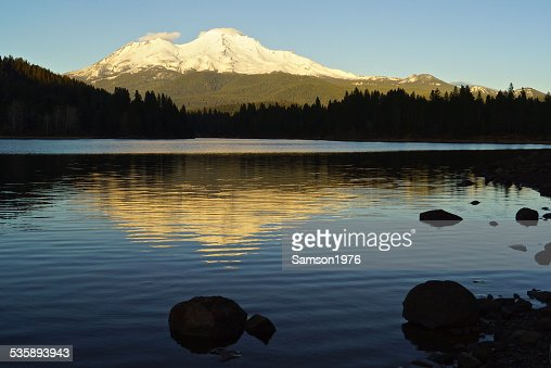 Mt. Shasta ombre Rocks : Photo