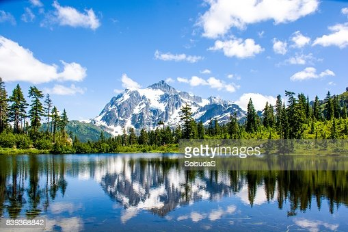 Mont Shuksan reflète dans le lac de photo au Parc National des North Cascades, Washington, é.-u. : Photo