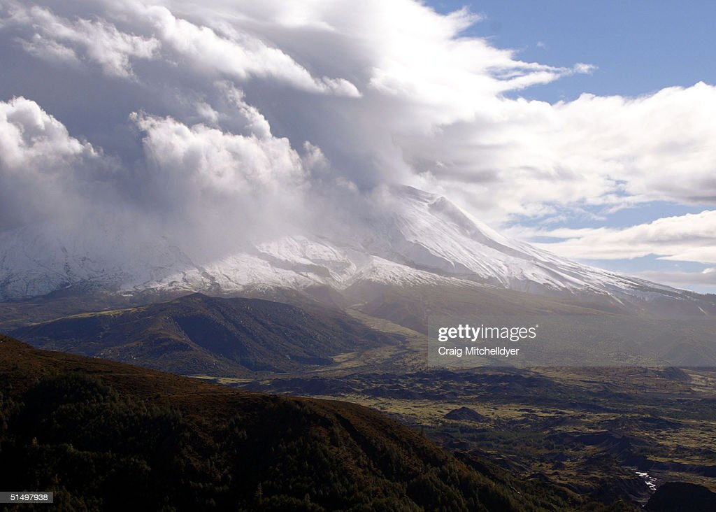 mount st helens eruption watch continues getty images. Black Bedroom Furniture Sets. Home Design Ideas
