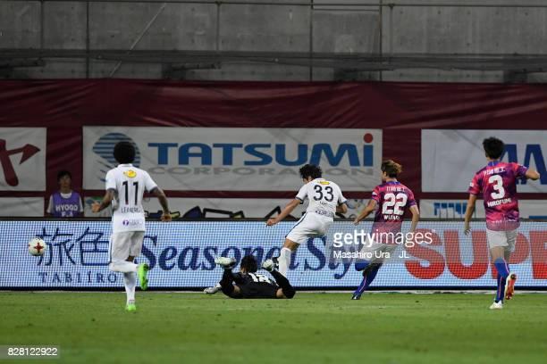 Mu Kanazaki of Kashima Antlers scores his side's second goal during the JLeague J1 match between Vissel Kobe and Kashima Antlers at Noevir Stadium...