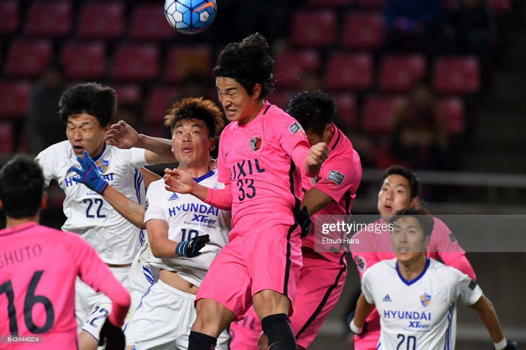 Mu Kanazaki #33 of Kashima Antlers scores his team's first goal during the AFC Champions League Group E match between Kashima Antlers and Ulsan Hyndai at Kashima Soccer Stadium on February 21, 2017 in Kashima, Ibaraki, Japan.