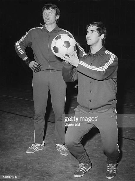Mueller Gerd *Fussballspieler DWeltmeister_1974 mit Sepp Maier beim Training Januar 1970