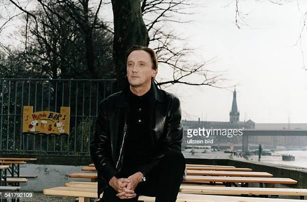 MuellerWesternhagen Marius *Musiker Schauspieler D in dem Gartenlokal 'Rheinterrassen' in Duesseldorf