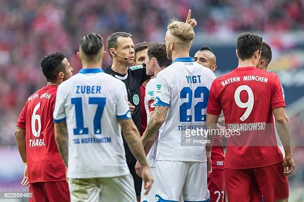 Muenchen Deutschland Bundesliga 10 Spieltag FC Bayern Muenchen TSG 1899 Hoffenheim Rudelbildung um Schiedsrichter Markus Schmidt