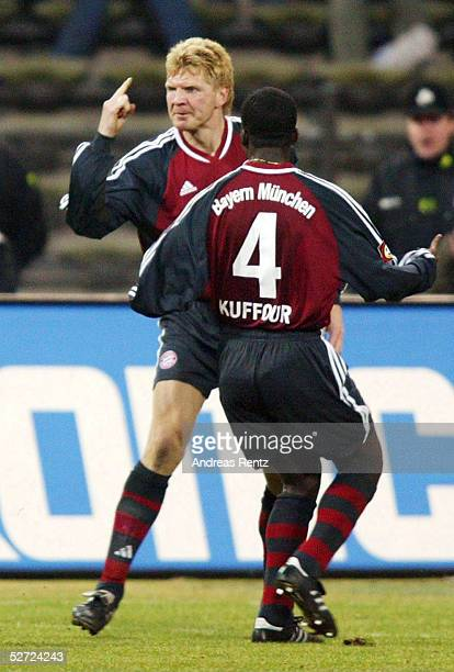 1 BUNDESLIGA 01/02 Muenchen FC BAYERN MUENCHEN BAYER 04 LEVERKUSEN 20 Stefan EFFENBERG Samuel KUFFOUR/BAYERN