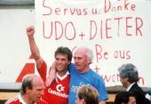 Muenchen FC BAYERN MUENCHEN BORUSSIA MOENCHENGLADBACH 60 DEUTSCHER MEISTER 1986 FC BAYERN MUENCHEN JUBEL Lothar MATTHAEUS und TRAINER Udo LATTEK...
