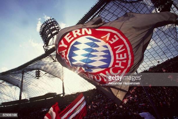 Muenchen FC BAYERN MUENCHEN HERTHA BSC BERLIN 11 Fussball Fan/Fans Bayern Muenchen/Fahne