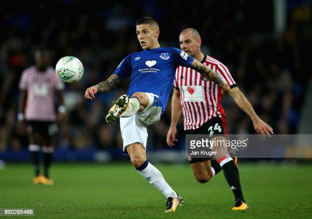 Muhamed Besic of Everton is put under pressure from Darron Gibson of Sunderland during the Carabao Cup Third Round match between Everton and...