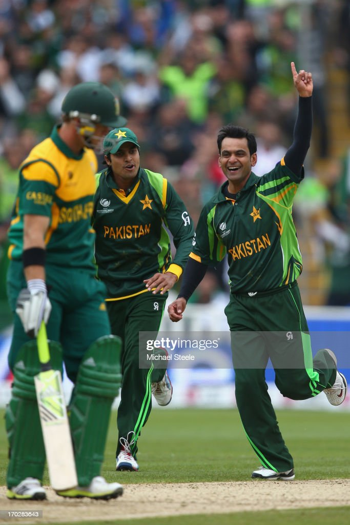Muhammad Hafeez (R) celebrates with Umar Amin (C) of Pakistan after trapping Colin Ingram (L) of South Africa lbw during the ICC Champions Trophy Group B match between Pakistan and South Africa at Edgbaston on June 10, 2013 in Birmingham, England.