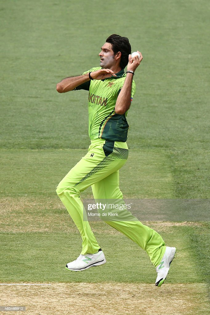 Muhammad Irfan of Pakistan bowls during the 2015 ICC Cricket World Cup match between India and Pakistan at Adelaide Oval on February 15, 2015 in Adelaide, Australia.