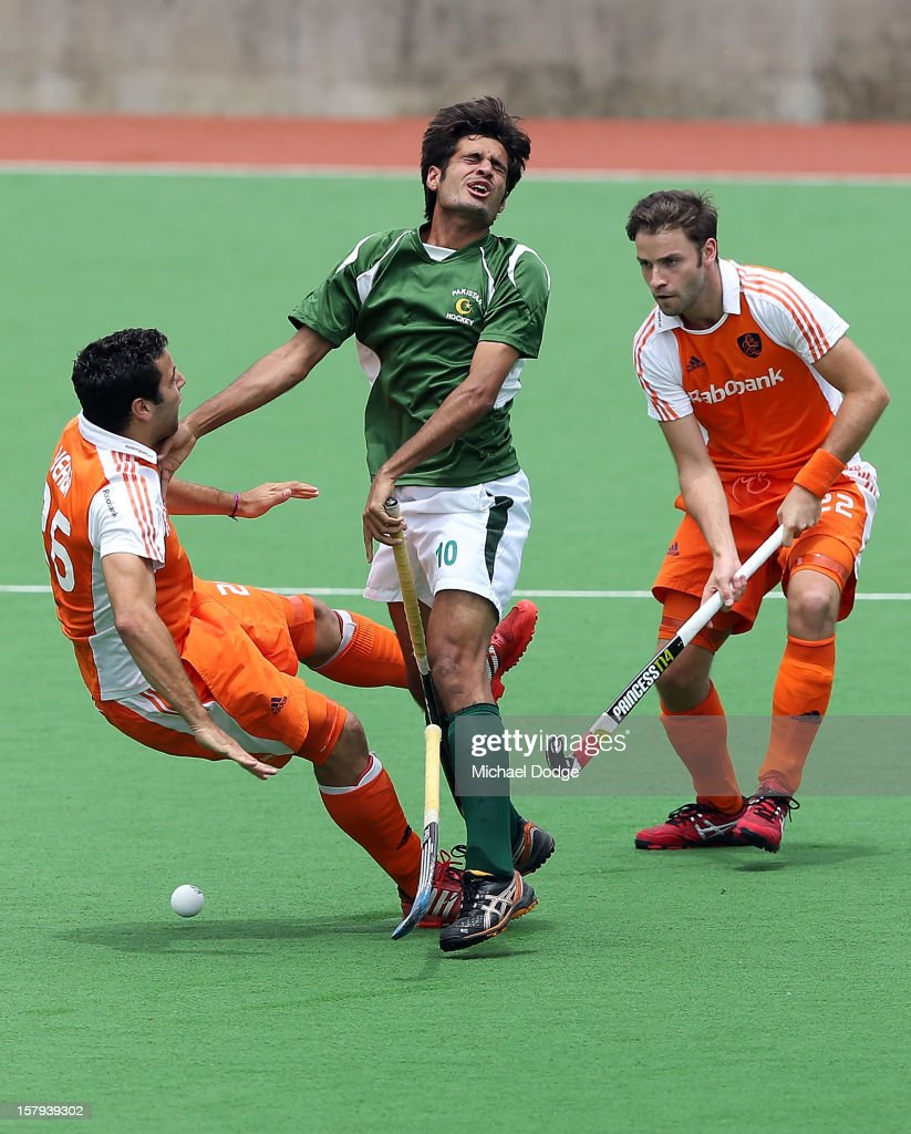 Muhammad Rizwan Senior of Pakistan and Valentin Verga of The Netherlands (L) collide in the match between Pakistan and The Netherlands during day five of the 2012 Champions Trophy at the State Netball and Hockey Centre on December 8, 2012 in Melbourne, Australia.