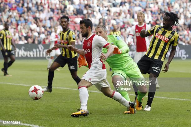 Mukhtar Ali of Vitesse Amin Younes of Ajax goalkeeper Remko Pasveer of Vitesse Kasper Dolberg of Ajax Fankaty Dabo of Vitesse during the Dutch...