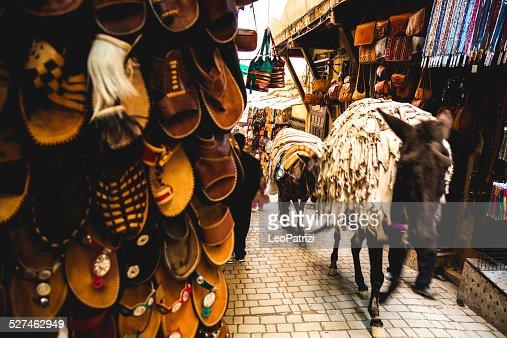 Mule transport à Fès Medina rues