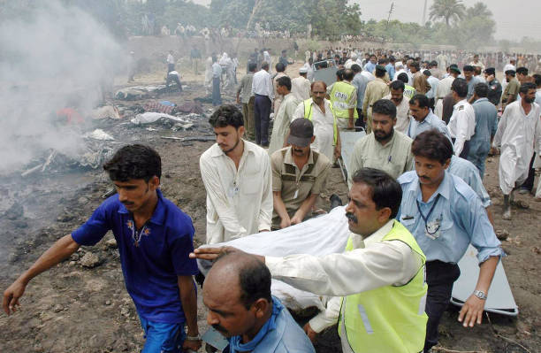 Image Result For Passengers Crew Dead After Pakistan Plane Crash