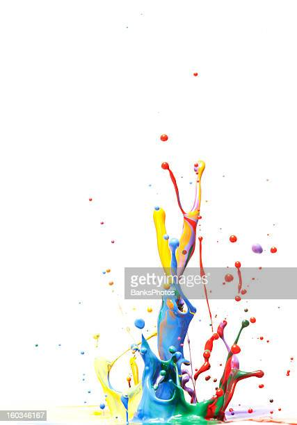 Vernice multicolore Splash isolato su bianco