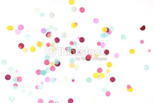 Confettis multicolores sur blanc : Photo