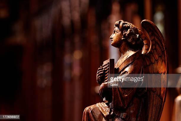Ángel de madera