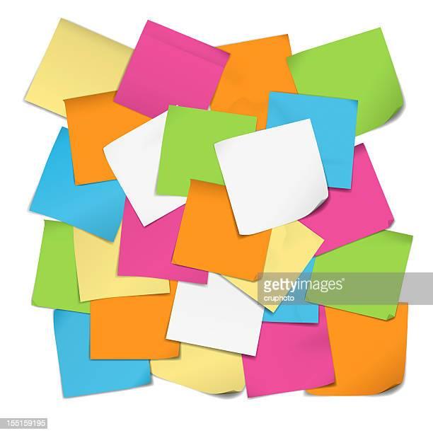 D'informazione nota carta isolato su sfondo bianco