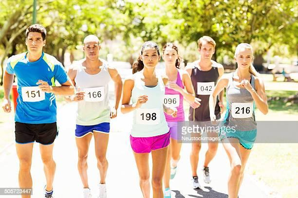 Multiethnique concurrents Running Marathon
