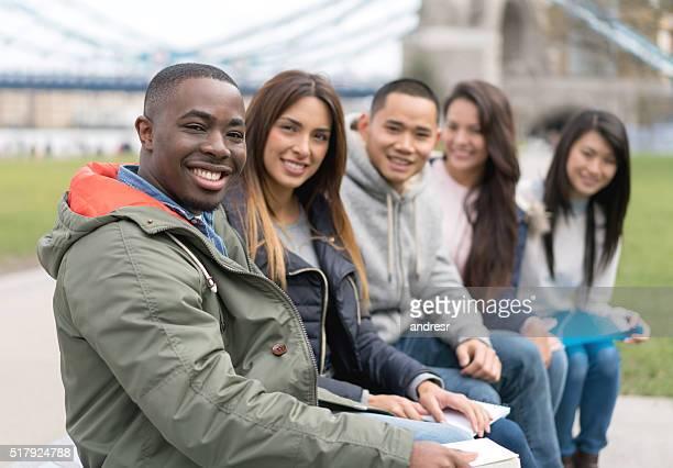 多民族の学生