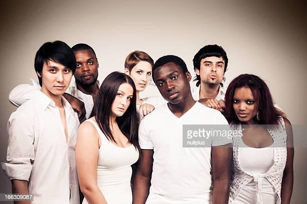Grupo multiétnico de Jovem Adulto