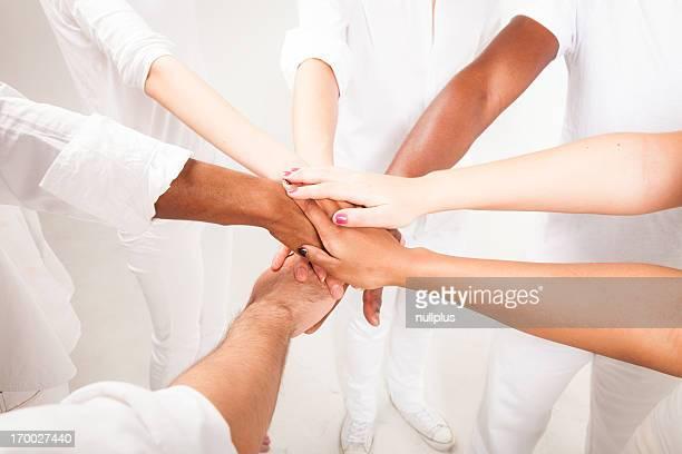 multi-étnica jovem adults'Mãos