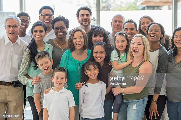 Multi-generazionale famiglia in piedi insieme