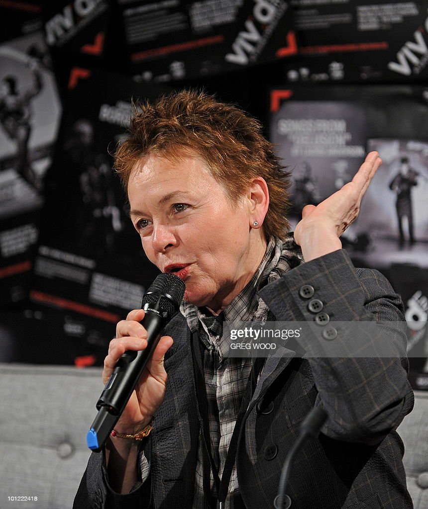 Multimedia artist Laurie Anderson, wife of legendary musician Lou Reed, answers a question during a media conference at the Sydney Opera House on May 28, 2010. The New York based couple are the curators of Vivid LIVE, part of the Vivid Sydney Festival of light, music and ideas that runs until June 20. AFP PHOTO / Greg WOOD