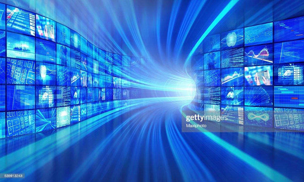 La tecnología Multimedia en un túnel ciberespacio : Foto de stock