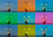 Multipla färger på glödlampor mot horisont