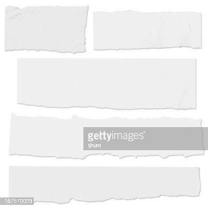 Múltiples lágrimas papel en blanco en blanco con sombra de caída