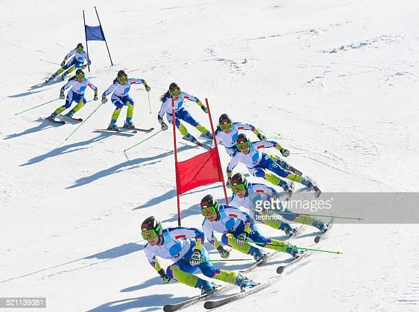 Image Multiple de femme de skieur de Slalom géant pendant la course