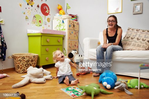 mum, daughter, screaming, bedroom : Stock Photo