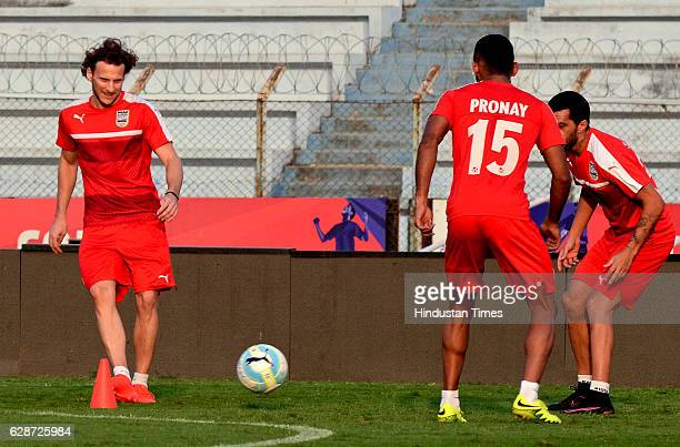 Mumbai City FC player Diego Forlan and Pronoy Haldar practice before the Atletico de Kolkata match at Rabindra Sarobar Stadium on December 9 2016 in...