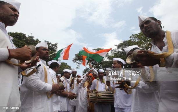 Mumbai Dabbawala perform Kirtan of Lord of Vitthal demonstrate at Azad maidan in support of Anna Hazare in Mumbai on Friday