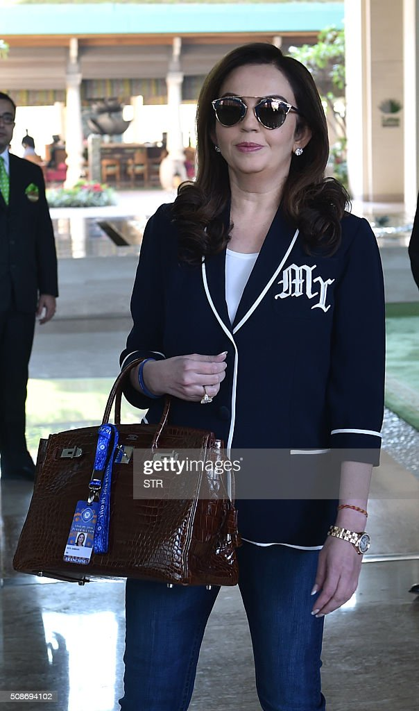 Mumbai Indians owner Neeta Ambani arrives for the Indian Premier League auction in Bangalore on February 6, 2016. Australian all-rounder Shane Watson received the highest bid of $1.4 million while banished England star Kevin Pietersen was sold to a new franchise at a glitzy Indian Premier League auction on February 6. AFP PHOTO / AFP / STR