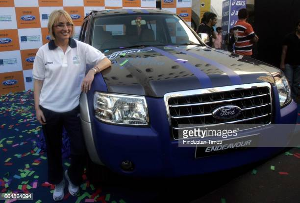 Mumbai Marathon Gabriele Szabo 5000 mtr Olympic gold medalist in 5000 meter race and Mumbai Marathon's brand ambasador unveil marthon car with...