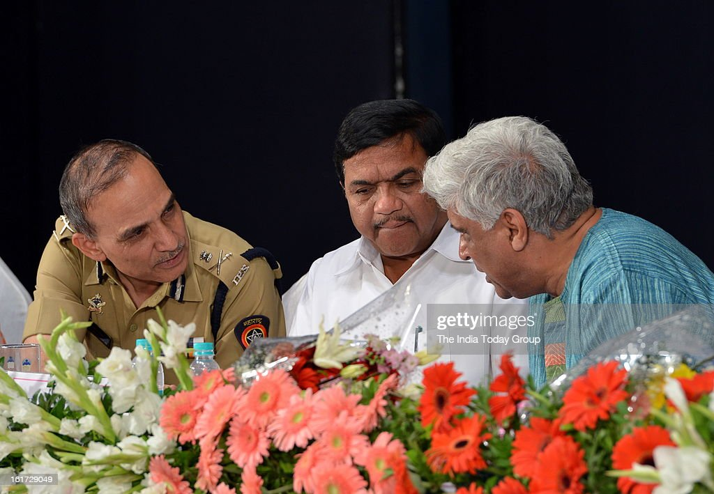 Mumbai Police Commissioner Satyapal Singh, Maharashtra Home Minister R.R. Patil and lyricist Javed Akhtar at the function organised to create awareness among women as a part of the ongoing drive initiated by the Mumbai Police.