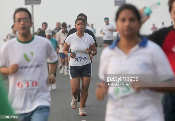 Mumbaikar's participate in Marathon organised by Malabar Hill Citizen's Forum 'VideoconPDP Environmental Awareness Run' of 10 km inmumbai on Sunday