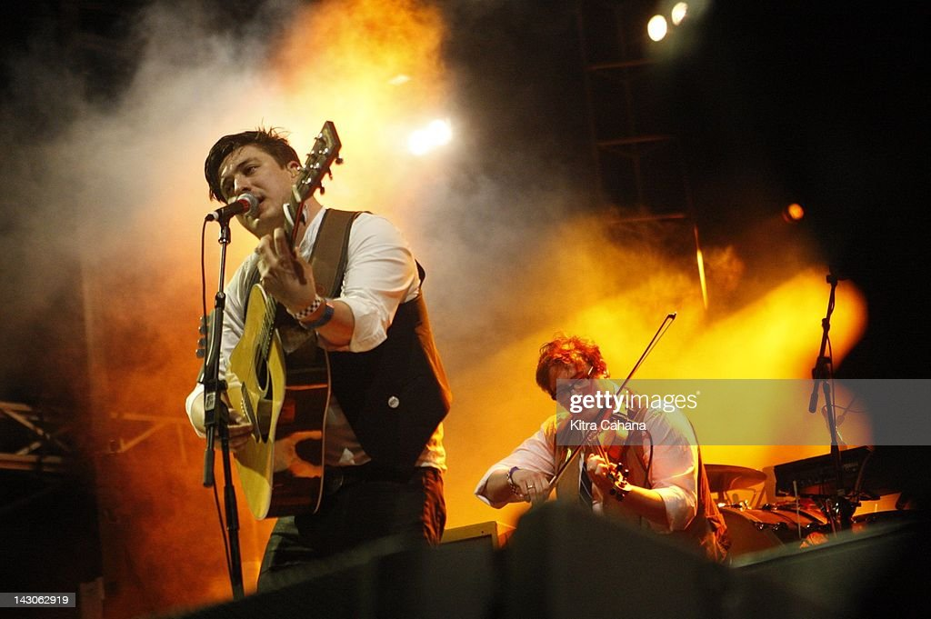 <a gi-track='captionPersonalityLinkClicked' href=/galleries/search?phrase=Mumford+and+Sons&family=editorial&specificpeople=6826176 ng-click='$event.stopPropagation()'>Mumford and Sons</a> perform during a joint free concert with Edward Sharpe and the Magnetic Zeroes on the University of Texas campus on March 17, 2012 the last day of the South by Southwest music festival in Austin, Texas.