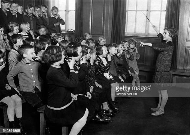Mundharmonikaunterricht in einerBerliner Volksschule 1928