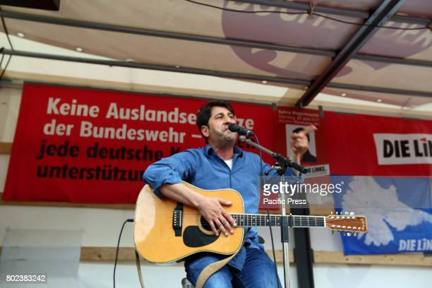 MARIENPLATZ MUNICH BAVARIA GERMANY Munich city council Cetin Oraner sang a few songs The German opposition leader Sahra Wagenknecht came to talk in...