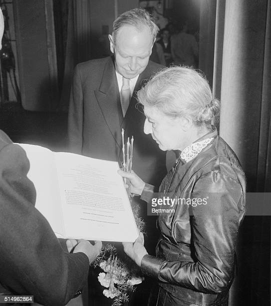 Munich Germany Smart Gathering Professor Lise Meitner receives the scroll symbolic of the Honor as she becomes the first person to be awarded the...