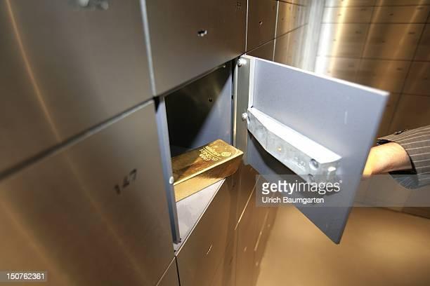 GERMANY Munich pro aurum gold house Munich 125 Kg gold bullion in a safe in the vault