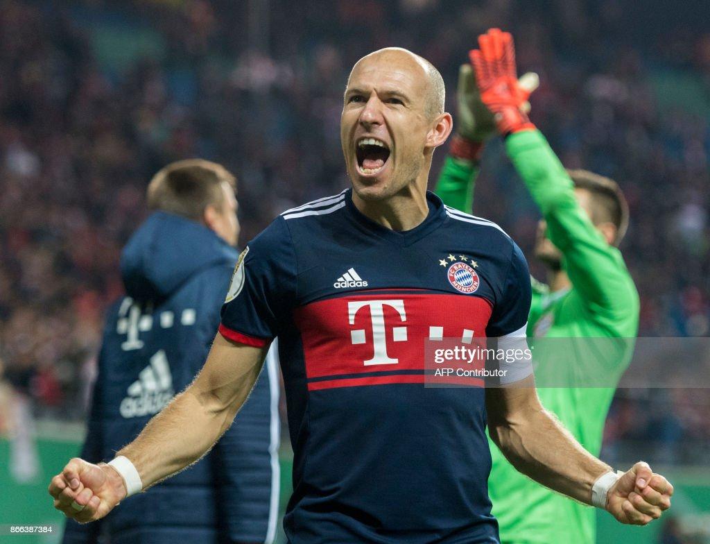 Munich´s Dutch midfielder Arjen Robben celebrates after winning