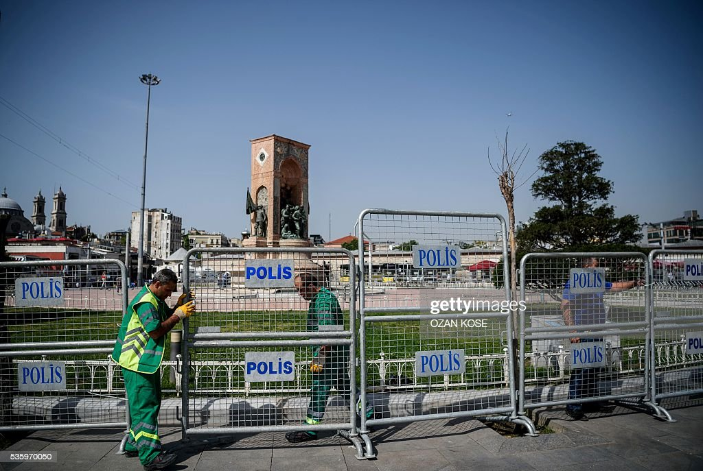 Municipal workers erect barriers around Taksim Square in Istanbul on May 31, 2016 on the third anniversary of Gezi Park protests. The Gezi Park protests which began in May 2013, were sparked by the heavy-handed eviction of demonstrators staging a sit-in protest against the redevelopment of the area and grew into often violent clashes with police as people demonstrated against much broader issues concerning perceived infringements of civil rights. / AFP / OZAN