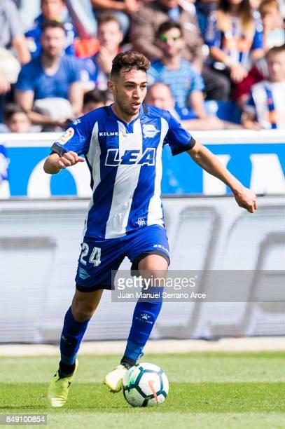 Munir El Haddadi of Deportivo Alaves controls the ball during the La Liga match between Deportivo Alaves and Villarreal CF at Mendizorroza stadium on...