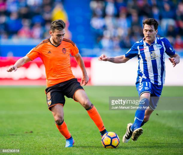 Munir El Haddadi of Valencia CF duels for the ball with Ibai Gomez of Deportivo Alaves during the La Liga match between Deportivo Alaves and Valencia...