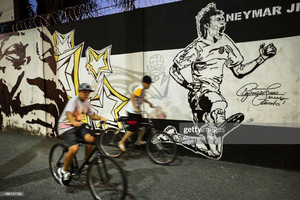 Mural of Santos FC icons, Pele and Neymat Jr