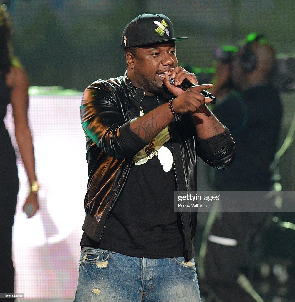 Murda Mook performs at the BET Hip Hop awards at Boisfeuillet Jones Atlanta Civic Center on September 20, 2014 in Atlanta, Georgia.
